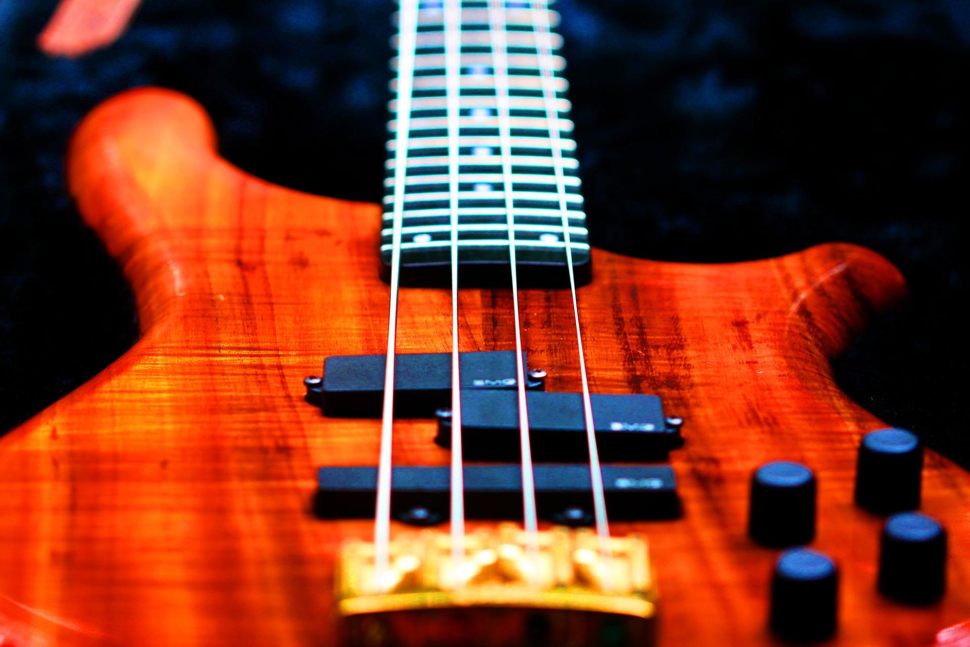 bass-776542_1920